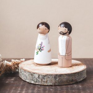 Muñecos de tarta para bodas personalizados en madera
