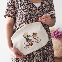 bolso de mano paseo en bici