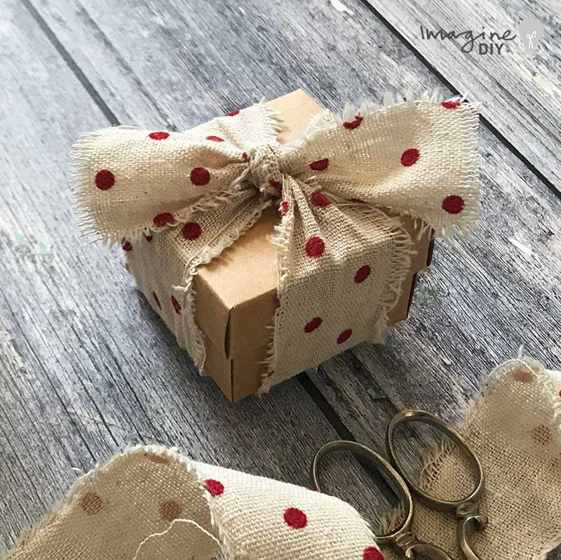 DIY wedding favour box for a rustic wedding. How to make your own wedding stationery. Rustic polka dot wedding stationery