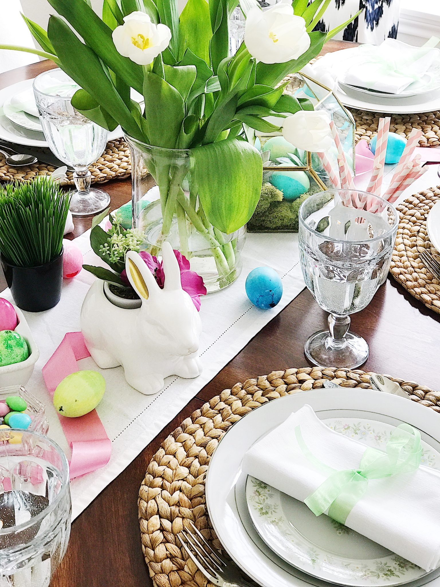 Simple Table Setting Ideas - Simple fresh and pretty easter and springtime table setting ideas