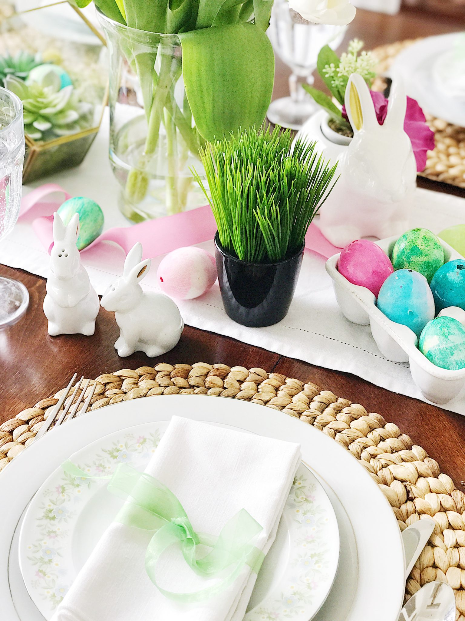 Simple, Fresh And Pretty Easter Table Setting Ideas