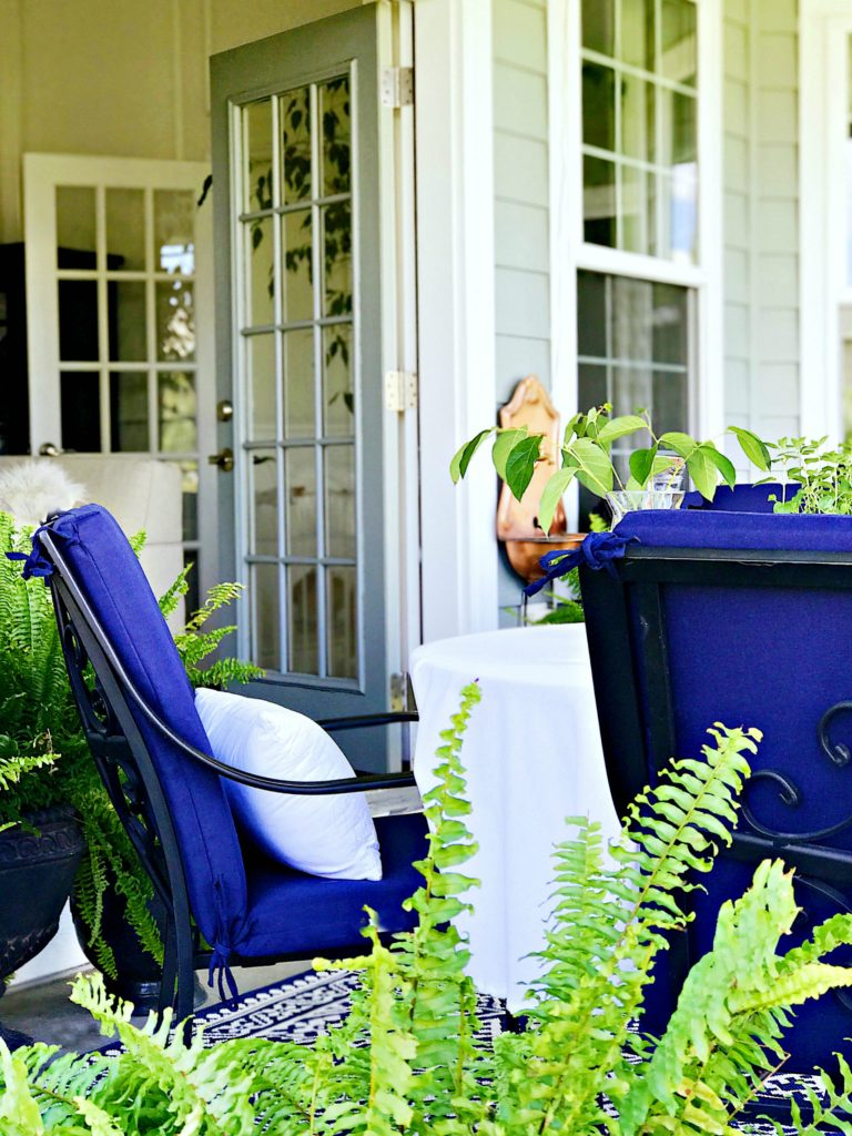 Ideas to help you create an inviting outdoor living and entertaining space with lush greenery and hanging curtains