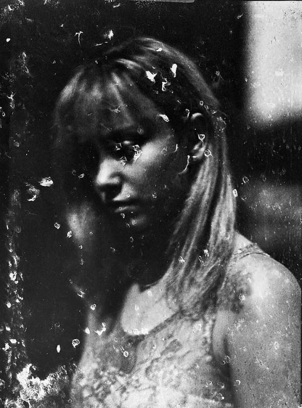 Inversão digital de calótipo 18x24cm em papel Canson Vegetal 92gsm. Retrato de Paula Febbe por Roger Sassaki, 10/02/2013.