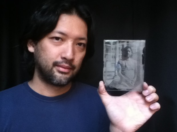 Retrato de Roger Sassaki em ambrótipo por Carol Vergotti.