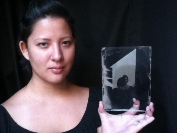Retrato de Carolina Mitsuka em ambrótipo por Roger Sassaki.