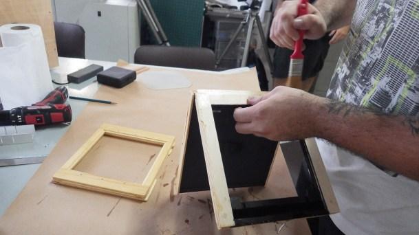 Acabamento do chassi com proteção de impregnante incolor.