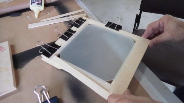 Montagem da peça do vidro despolido.