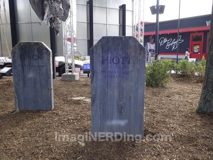 carowinds-tombstone-004