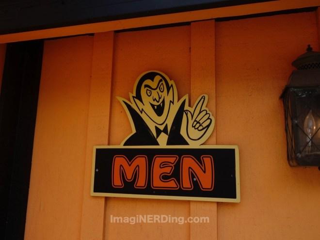 holiday-world-restroom-sign