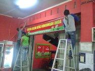 Pemasangan Neonbox 4 x 0,5 Meter di Pallubasa Onta Makassar