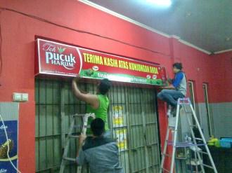 Pemasangan Neonbox 3 x 0,5 Meter di Pallubasa Onta Makassar
