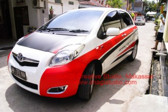 Sticker Striping Yaris depan
