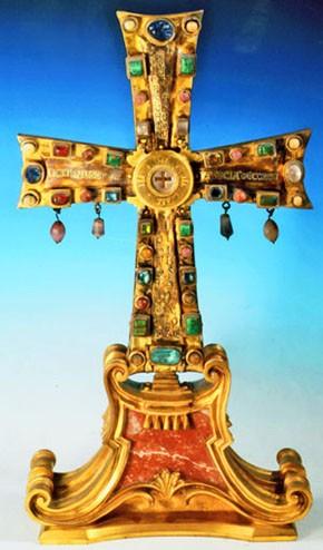 Abb. 6.: Reliquienkreuz Justins II., Vorderseite