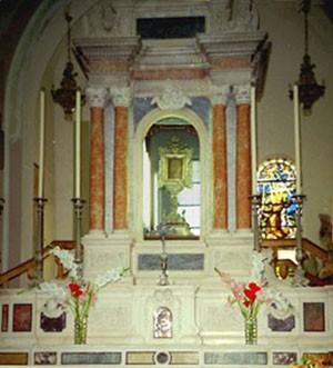 Abb. 17: Altarraum mit Aufstieg zum Reliquiar