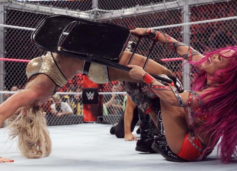 25 Matches that Defined 2016 #11 – Sasha Banks (c) vs Charlotte, WWE Hell in a Cell