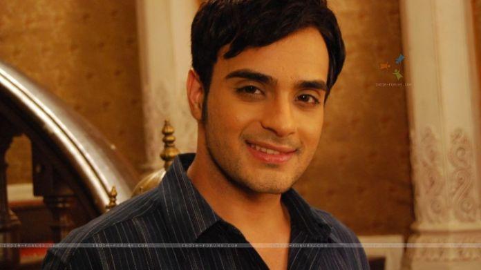 Angad Hasija ne rolin e Alekh ne serialin Bidaai