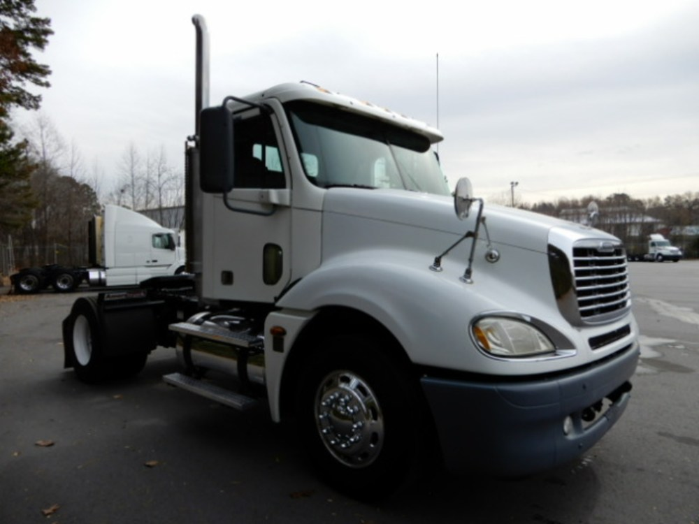medium resolution of used 2005 freightliner columbia single axle daycab truck 2155 2