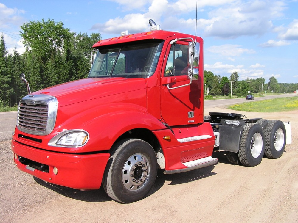 medium resolution of used 2005 freightliner columbia 120 tandem axle daycab truck 1041 1