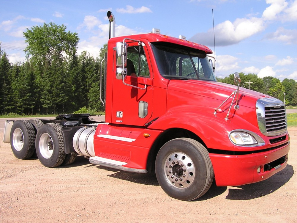 medium resolution of used 2005 freightliner columbia 120 tandem axle daycab truck 1041 2