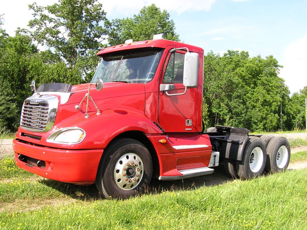 medium resolution of used 2005 freightliner columbia 120 tandem axle daycab truck 1042 1