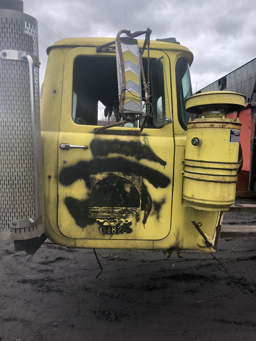hight resolution of used 1997 mack rd cab complete truck parts 2221