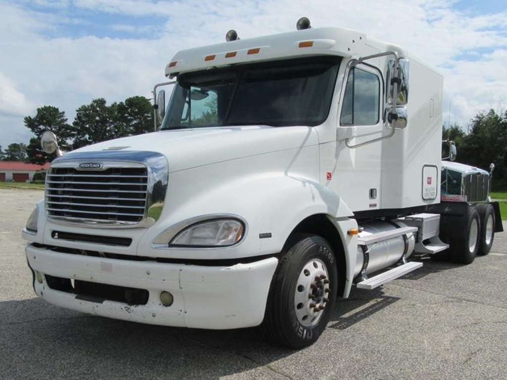 hight resolution of used 2005 freightliner columbia 120 tandem axle sleeper truck 1139 1