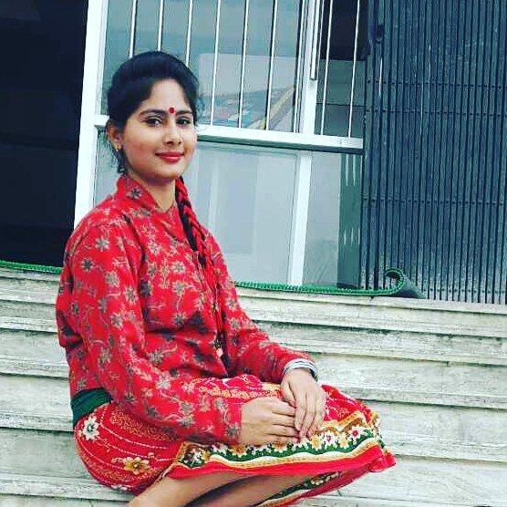 nepali-girl-weari-gunyo-and-choli | Nepali Dress