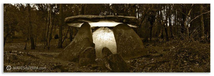 Dolmen de Axeitos  b& n, Comprar fotografía Galicia Dolmen de Axeitos Natureza  Riveira A Coruña  Neolítico Decoración Paisaxes  b& n