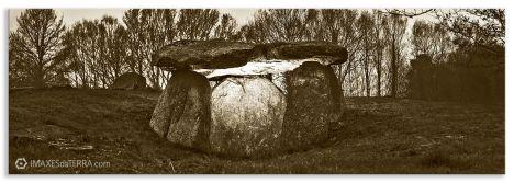 Dolmen de  Cabaleiros  Sepia, Comprar fotografía Galicia Dolmen de  Cabaleiros Natureza Tordoia A Coruña  Neolítico Decoración Paisaxes,  sepia