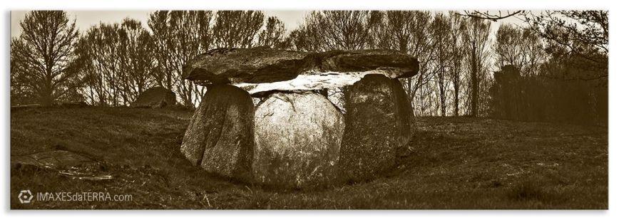 Dolmen de Cabaleiros Sepia, Comprar fotografía Galicia Dolmen de Cabaleiros Naturaleza Tordoia A Coruña Neolítico Decoración Paisajes, sepia