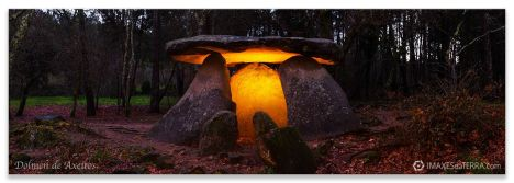 Dolmen de Axeitos en Riveira, fotografías  de Galicia Neolítico Decoración
