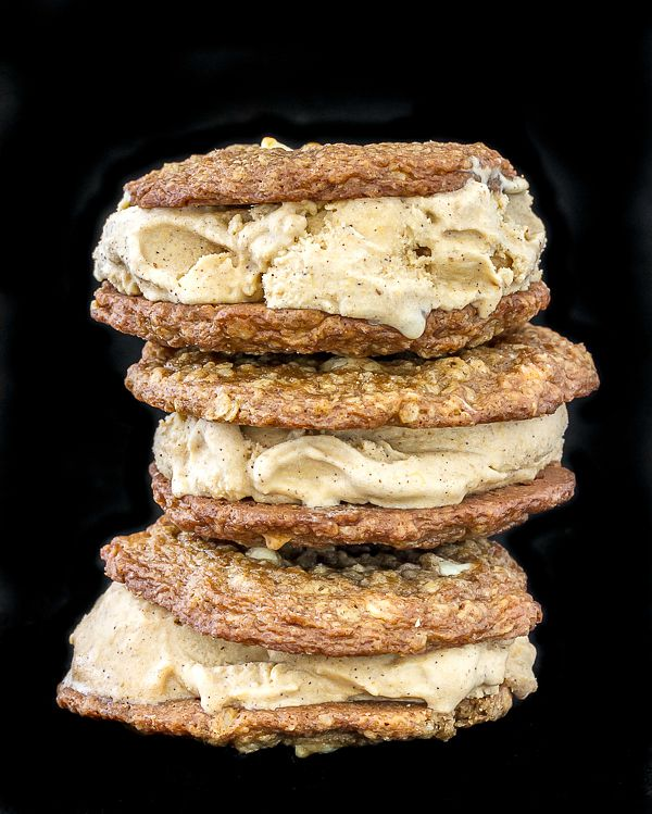 Oatmeal Pumpkin spiced Ice Cream Sandwiches. Thin, soft & chewy oatmeal cookies with pumpkin spiced ice cream sandwiched in between.