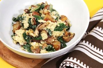 与shiitake,瑞士鸡巴和鱼薯炒鸡蛋