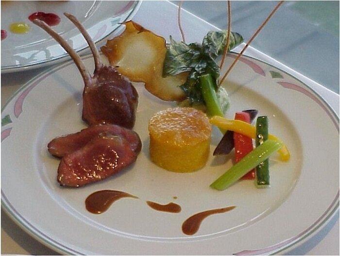 Presentacion y montaje de platos la guia definitiva im chef for Decoracion de platos gourmet pdf