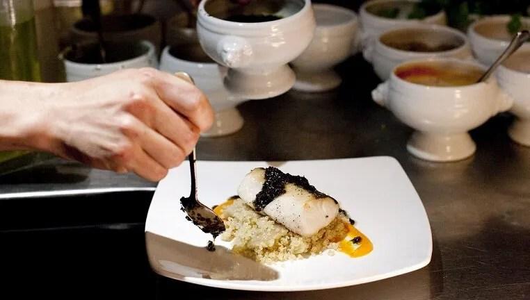 Historia del primer plato emplatado inicio de los for Que es cocina de autor
