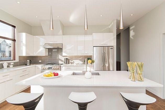 cocina sin azulejo y antepecho revestido de azulejo