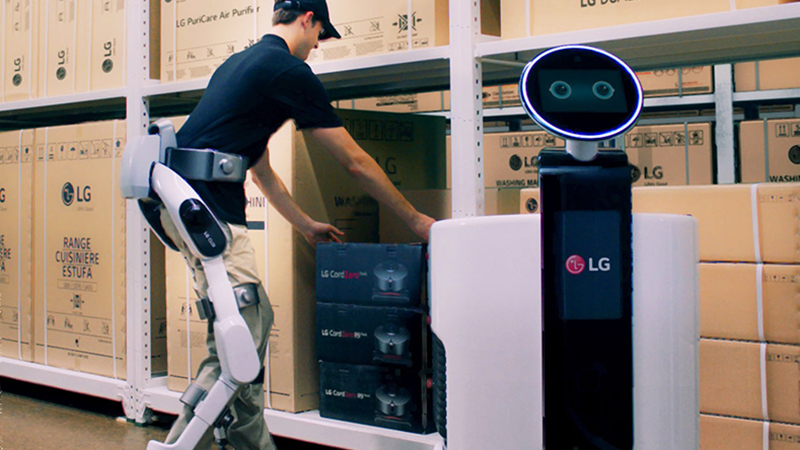 The LG CLOi SuitBot and LG Shopping Cart Robot in use (Credit: LG)