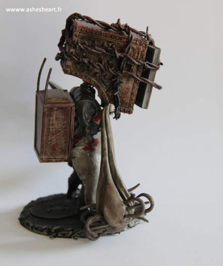 Collector - The Evil Within - The Keeper Bobblehead - image 10