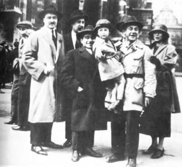 Ο Γκράμσι με τη σύζυγο του και φίλους στη Βιέννη το 1923