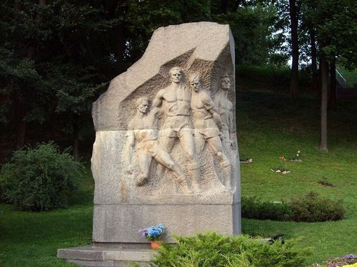 Μνημείο που στήθηκε έξω από το γήπεδο της «Ντιναμό» στο Κίεβο, προς τιμήν των ποδοσφαιριστών της «Στάρτ».