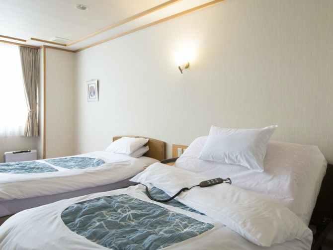 金沢・辰口温泉 まつさき 新館鳳凰のバリアフリールームのベッドルーム