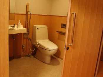 金沢・辰口温泉 まつさき 新館鳳凰のバリアフリールームのトイレ