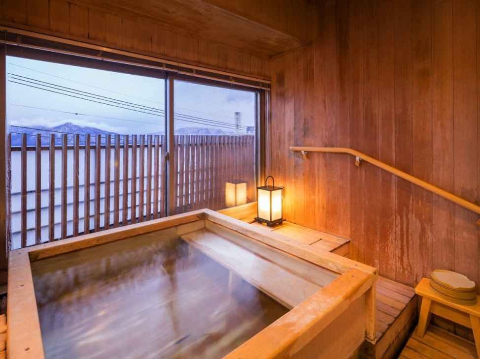 【ホテル松本楼】バリアフリー対応の部屋 松本楼スイート「君松」の露天風客室風呂