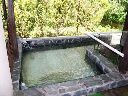 那須高原【ガストホフ エール】車椅子で入浴ができる貸し切りの露天風呂