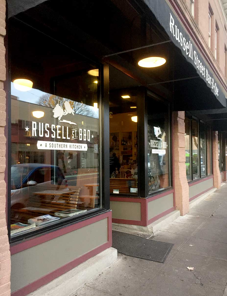 Review russell street bar b que i 39 m here for the bbq for Food bar russell