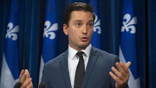 Ministro da Imigração do Quebec; Responsável pela categoria Trabalhador Qualificado e seus processos como PEQ Estudo e PEQ Trabalho Personalizado