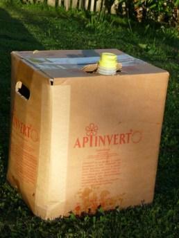 Flüssigfutter für Bienen füttern, Apiinvert, Bienenfuttersirup, Bienenfuttersirup von Südzucker