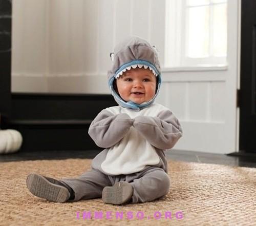 I vestiti di Halloween per bambini piccoli carini e