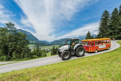 bergdoktor-traktorfahrt-gruberhof-soell-foto-martin-raffeiner-35