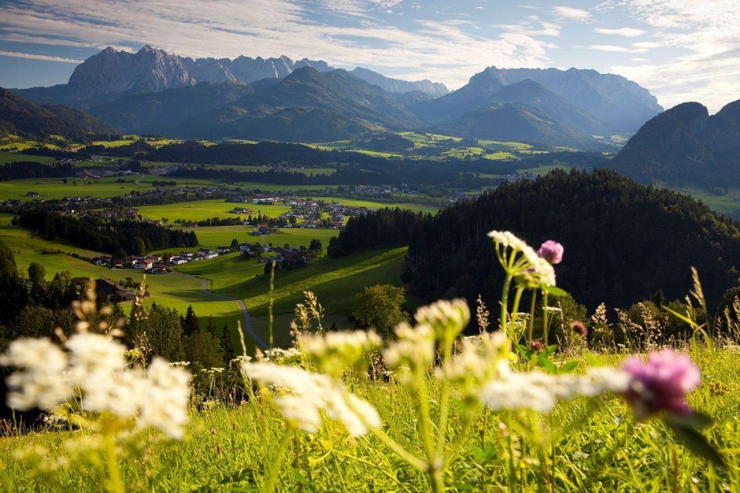 kaiserwinkl-tirol-landschaft-walchsee-koessen-kaiser-1